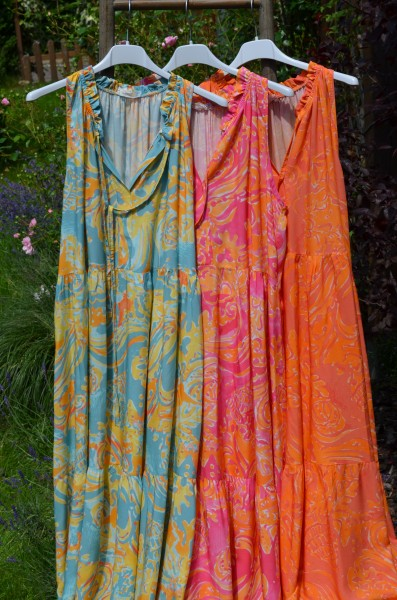 Maxi Volantkleid gemustert in 3 Farben