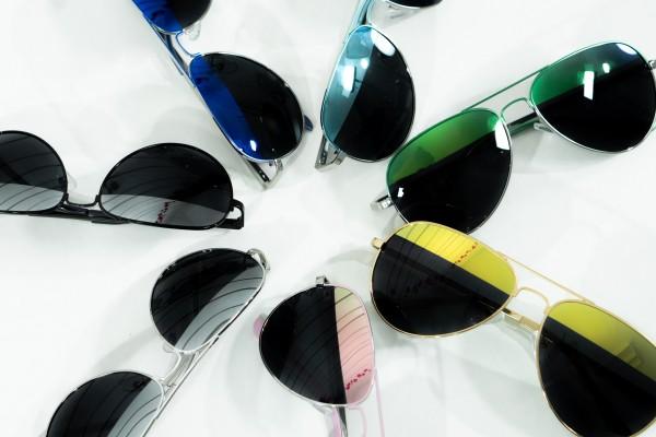 Verspiegelte Sonnenbrille in verschiedenen Farben