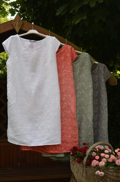 Leinenkleid in 4 Farben mit kreisrunder Stickerei