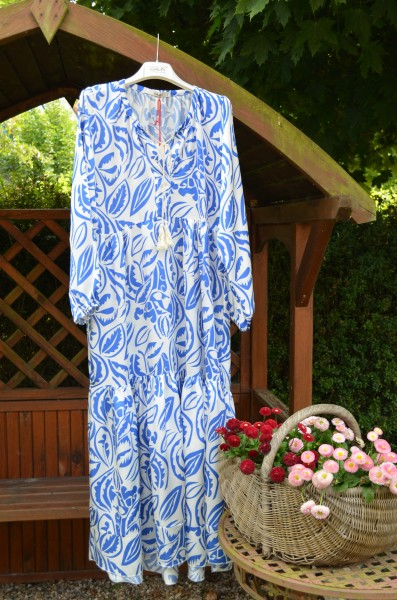 Maxi Volantkleid kobaltblau/weiß gemustert
