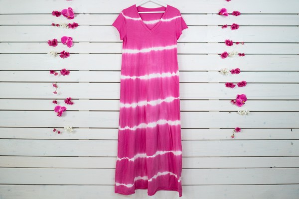 Pinkes Batik-Maxikleid